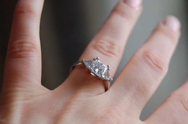 Keep your Diamond Rings Safe While You Travel with These Tips