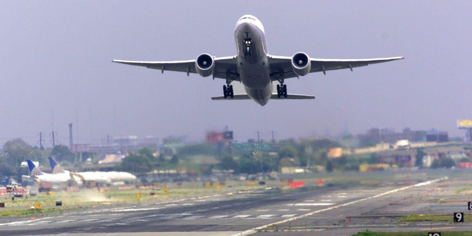 635955427129924514-airport2