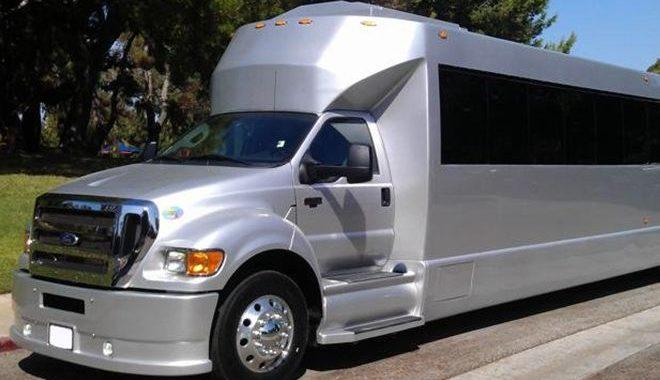 ob_d3ab02_40-passenger-party-limo-bus-2-1
