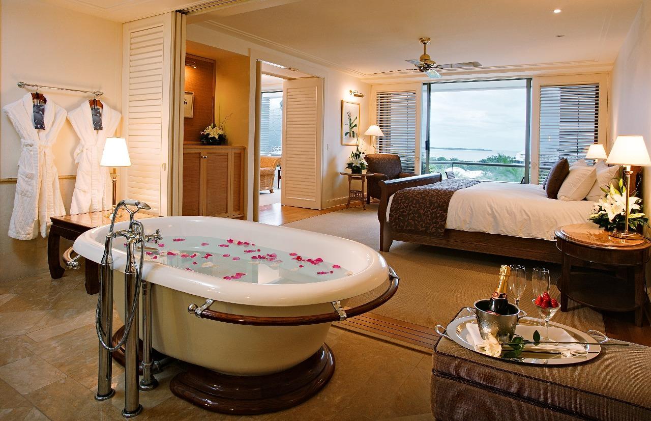 Lake Hotels